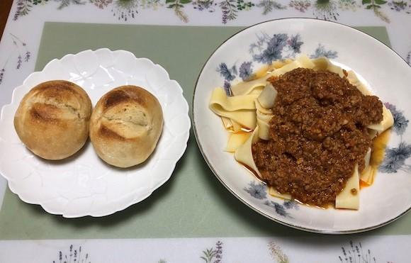 bolognese-pasta-set-and-honey-tonyu-pan