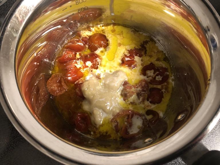 トマト入りバーニャソースの温野菜