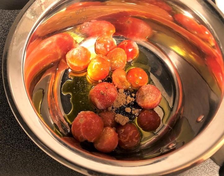 トマト入りバーニャソースの温サラダ