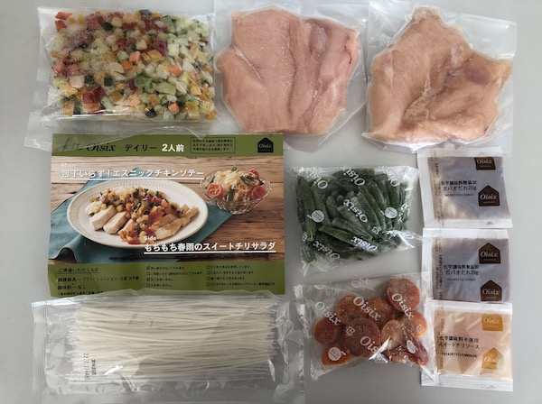 kit-oisix-ethnic-chicken-saute-and-sweet-chili-salad-all-ingredients