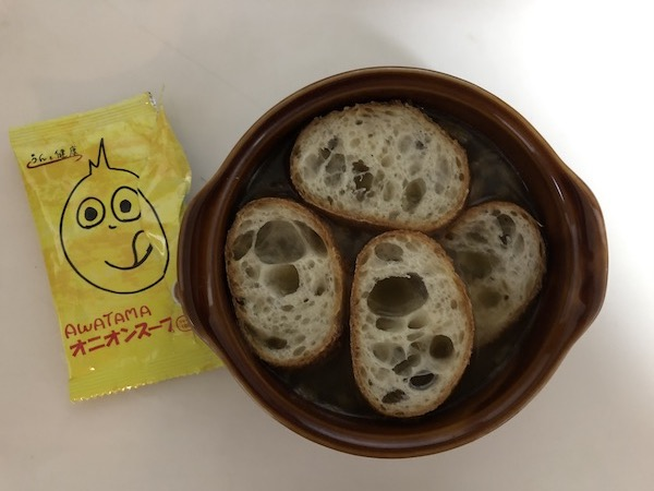 オニオンスープにフランスパン