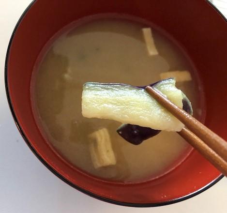 じゅわーと揚げたなすのお味噌汁